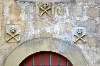 Skulls and Crossbone Spanish designation for a cemetery